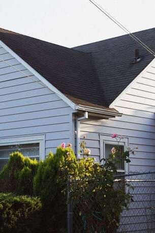 South Shore Roofing Pros - The Best Roofing Material for Homes in New England